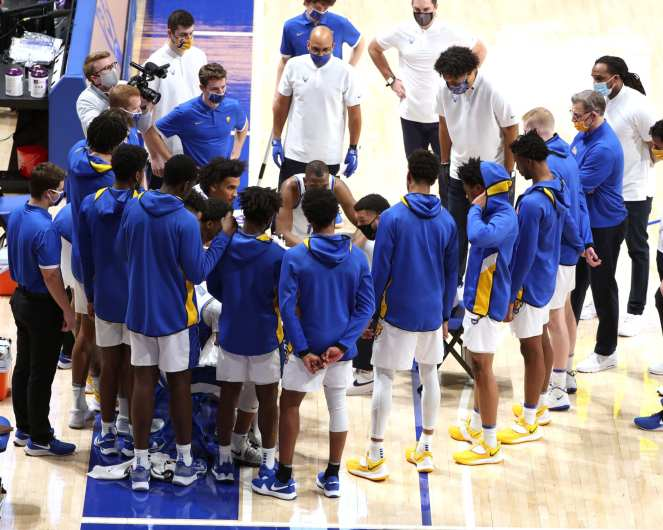 Pitt Basketball Team Huddle January 16, 2021 Photo by David Hague/PSN