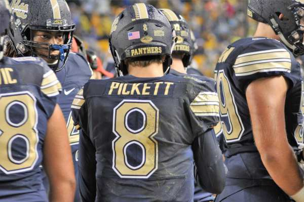 Kenny PIckett in the huddle. -- MIKE SMETANA