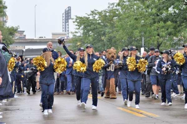 Pitt Cheerleaders Before Pitt-Penn State -- MIKE SMETANA