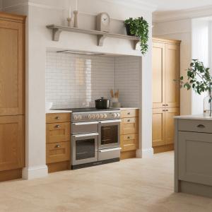 Solid Oak kitchen cabinet shaker style door
