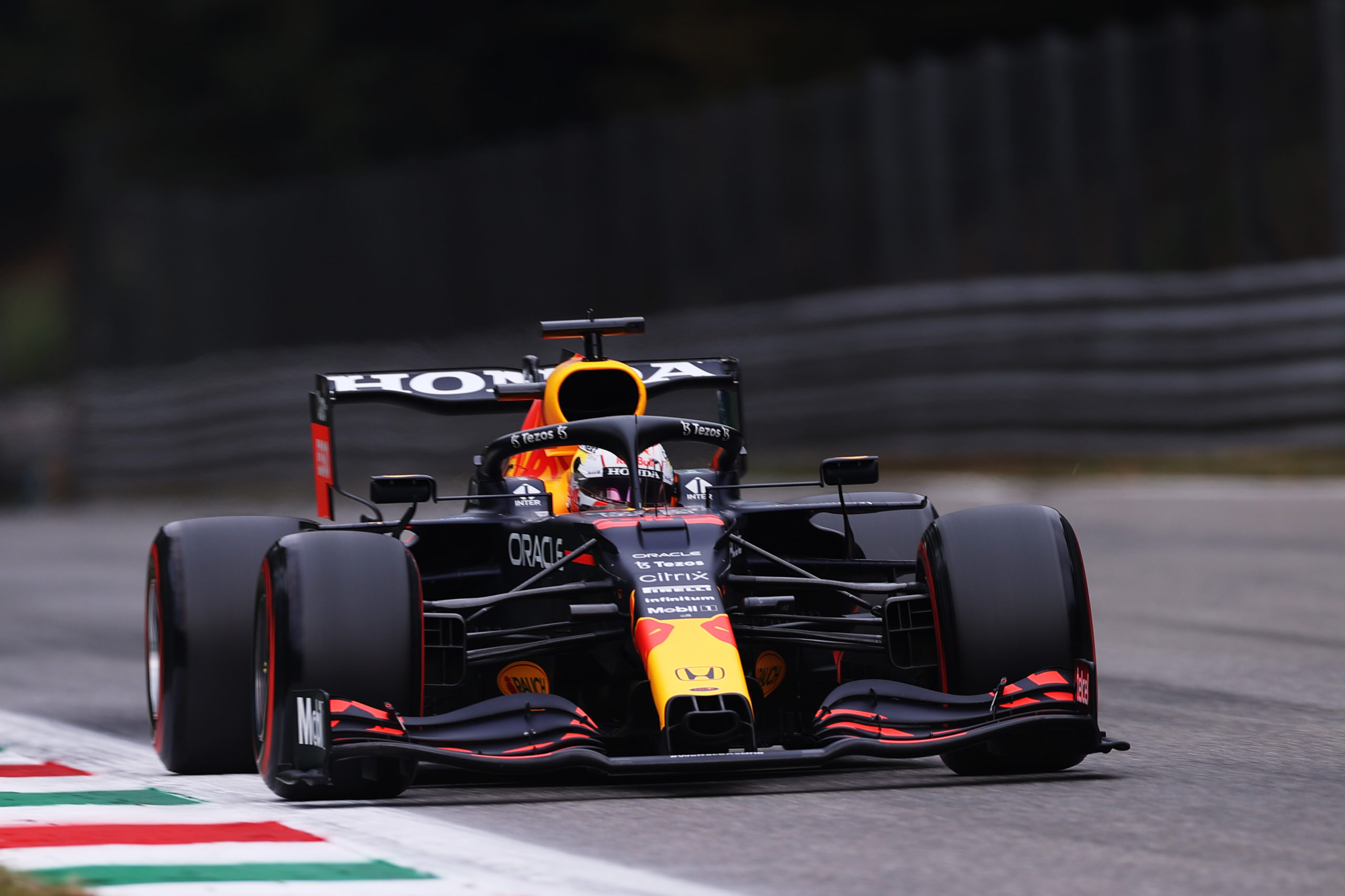 MONZA, ITALY - SEPTEMBER 10: Max Verstappen of the Netherlands driving the (33) Red Bull Racing RB16B Honda during qualifying ahead of the F1 Grand Prix of Italy at Autodromo di Monza on September 10, 2021 in Monza, Italy. (Photo by Lars Baron/Getty Images) // Getty Images / Red Bull Content Pool  // SI202109100500 // Usage for editorial use only //