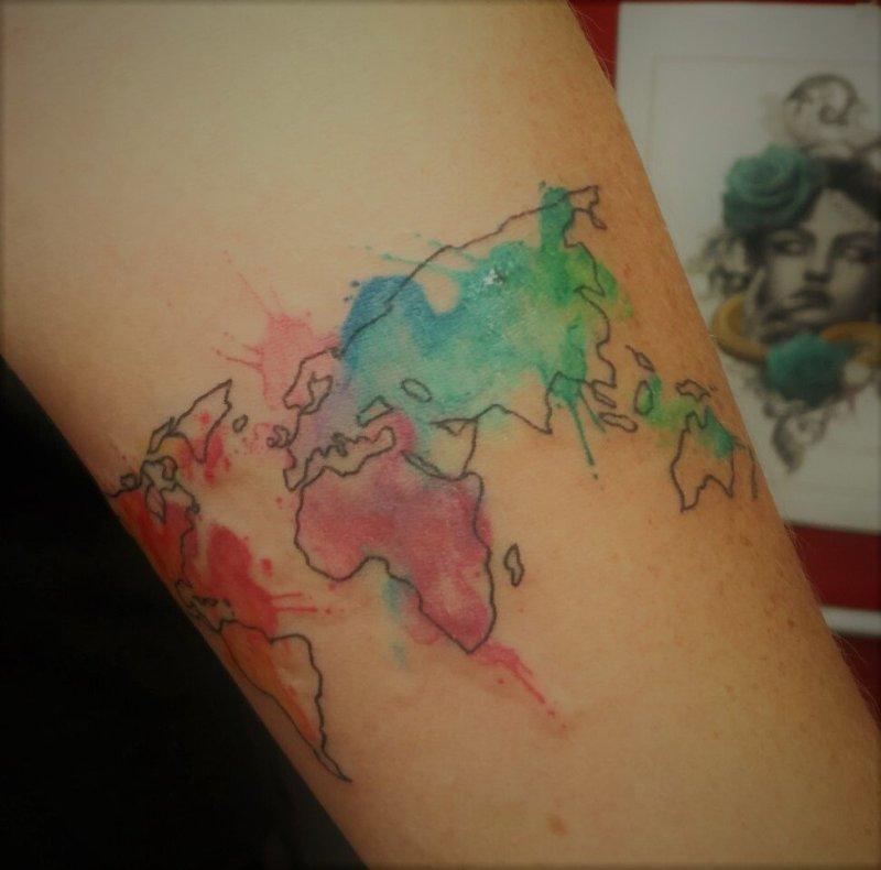 tatuaggio mondo watercolor