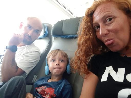 cinzia e famiglia in aereo
