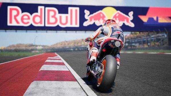 Descargar-MotoGP18-PC-Español-PiviGames-min