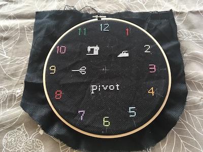 専門外ですがクロスステッチの時計を製作中