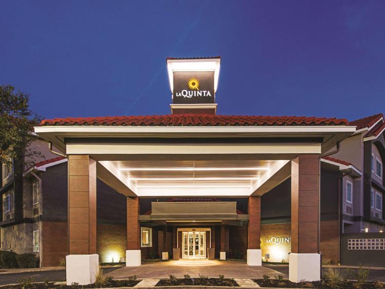 La Quinta Inn & Suites by Wyndham Austin Near The Domain