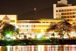 萬塔克河畔酒店 Viangtak Riverside Hotel