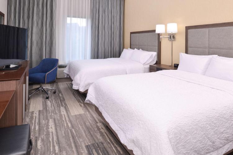 Hampton Inn and Suites Cincinnati Mason
