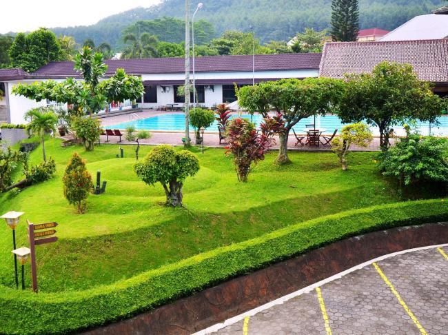 Front One Resort Magelang