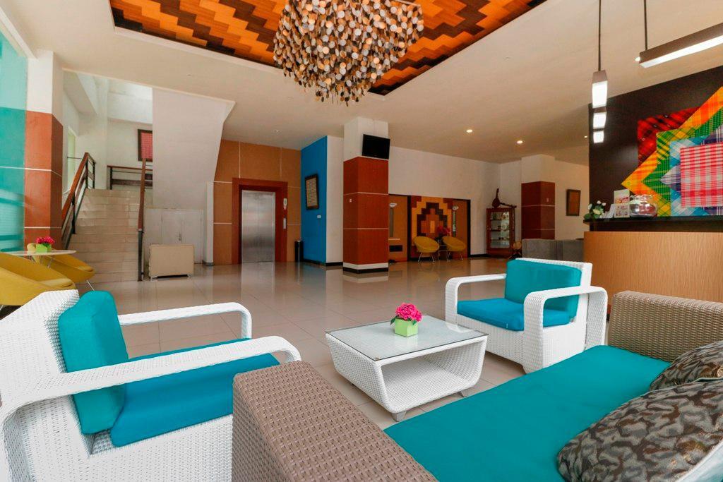 Reddoorz Plus Near Pantai Losari Makassar Indonesia