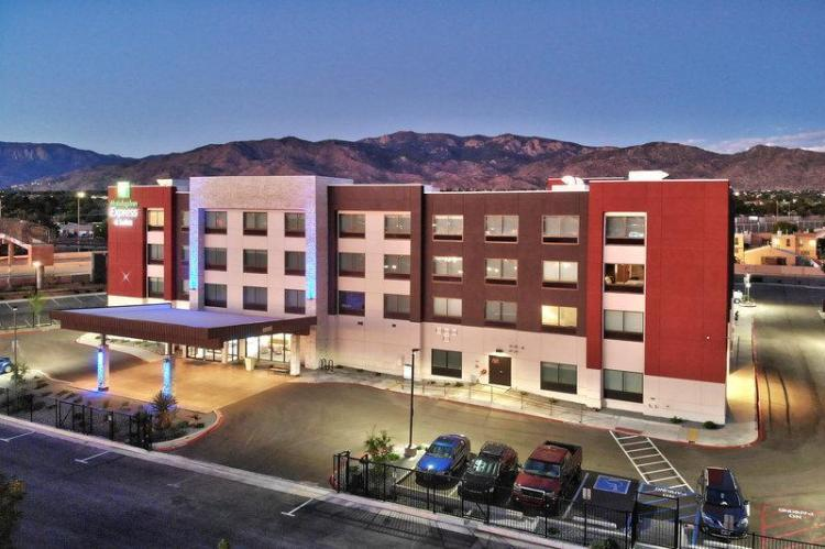 Holiday Inn Express And Suites Albuquerque East
