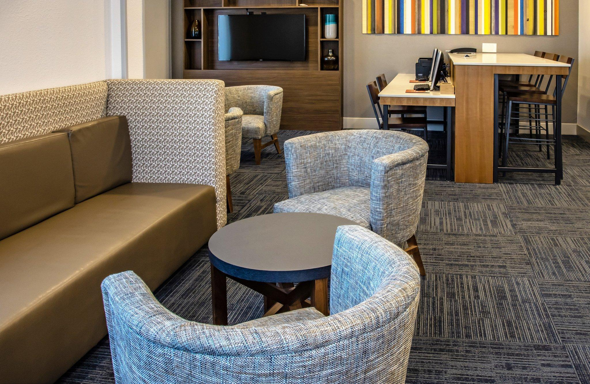 Holiday Inn Express Hotel Suites Roseville Galleria Area
