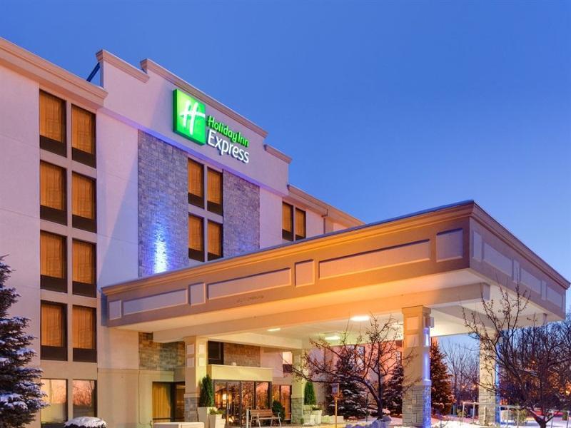 Holiday Inn Flint In Flint Mi Room Deals Photos Reviews