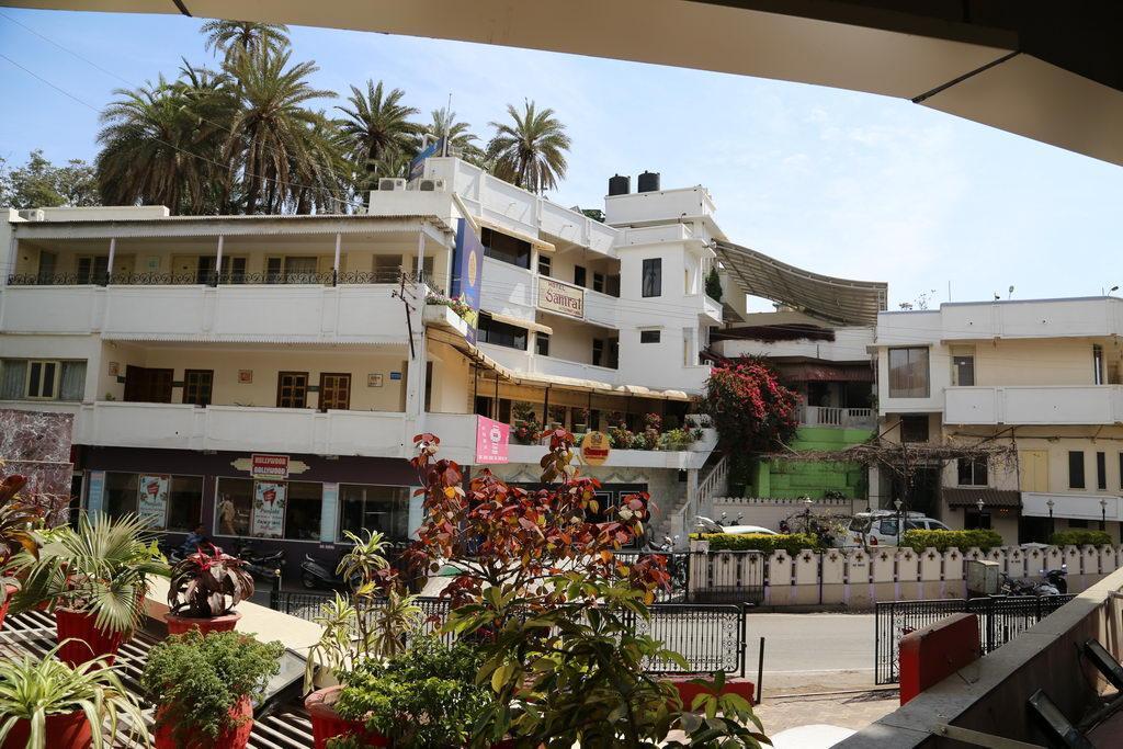 Hotel Samrat International In Mount Abu Room Deals Photos