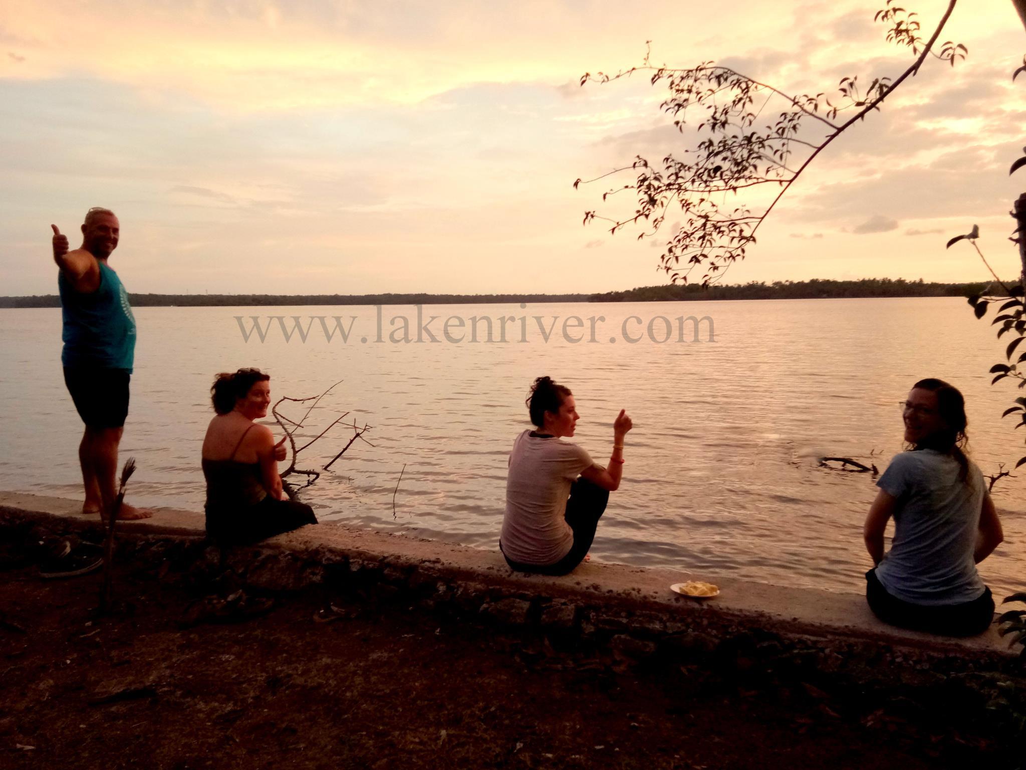 Book From Nz 42 Lake N River Resort Munroe Island In