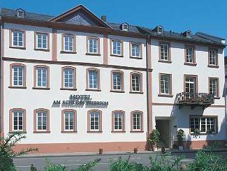 Hotel Am Schloss Biebrich In Wiesbaden Room Deals Photos