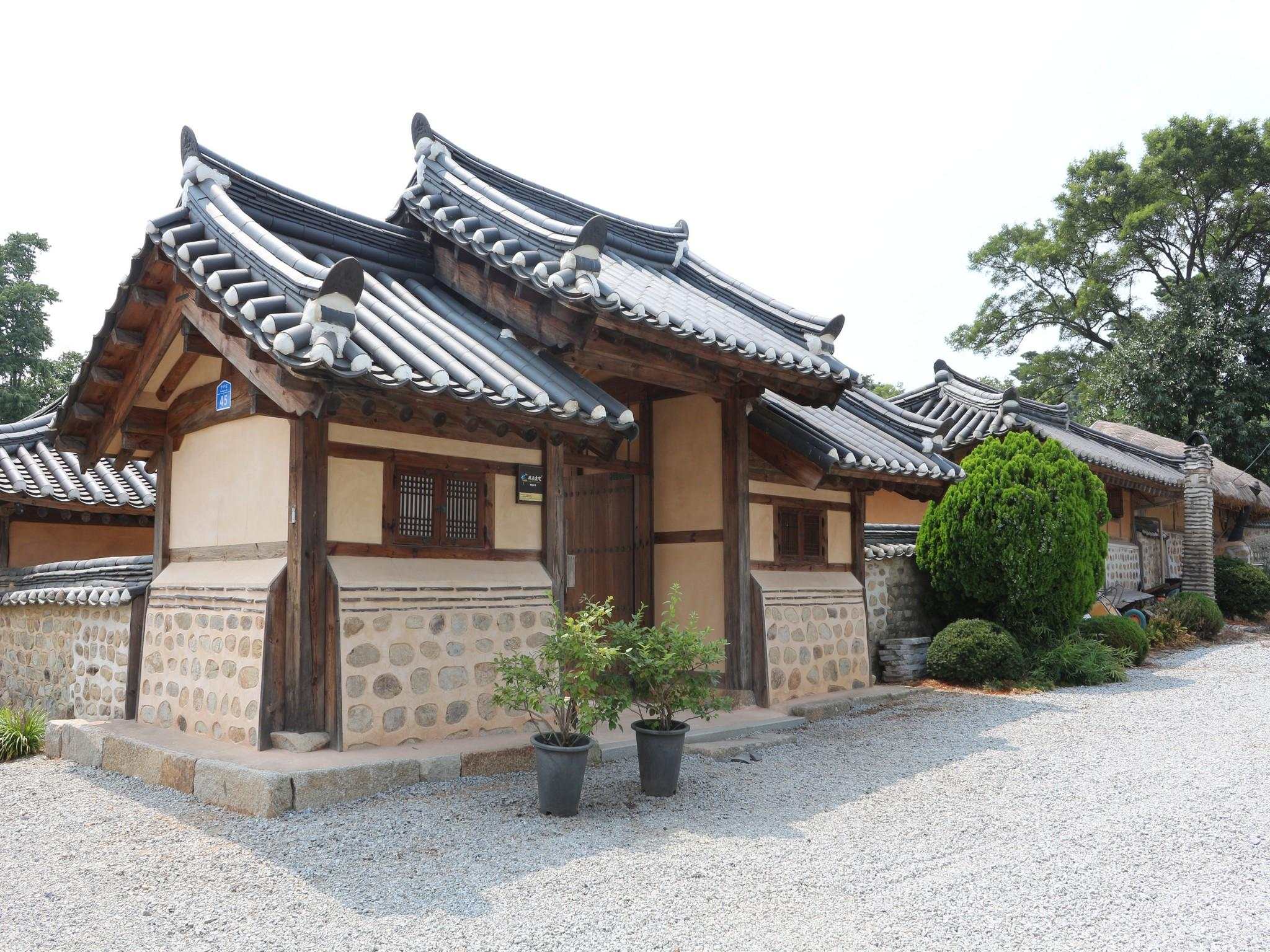 Gyeamgotaek Hanok In Seosan Si Room Deals Photos Reviews