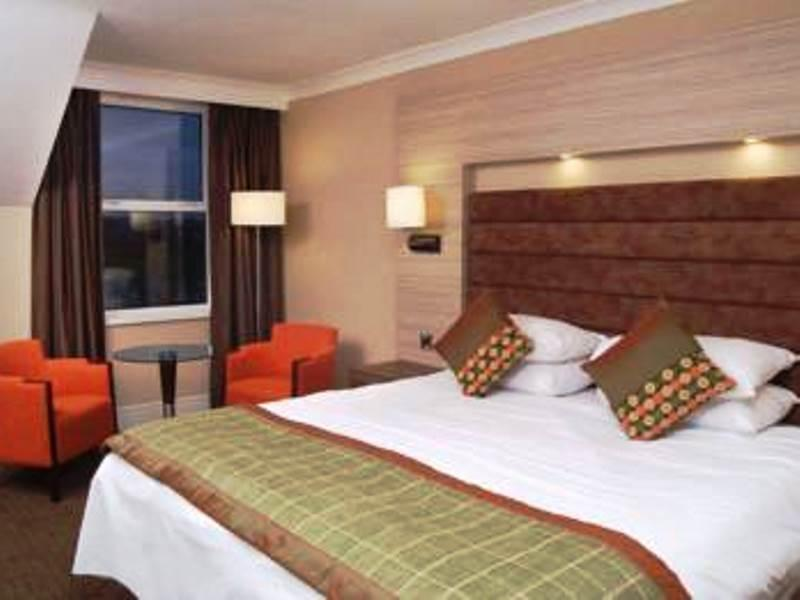The Cheltenham Chase Hotel Qhotels In Tewkesbury Room
