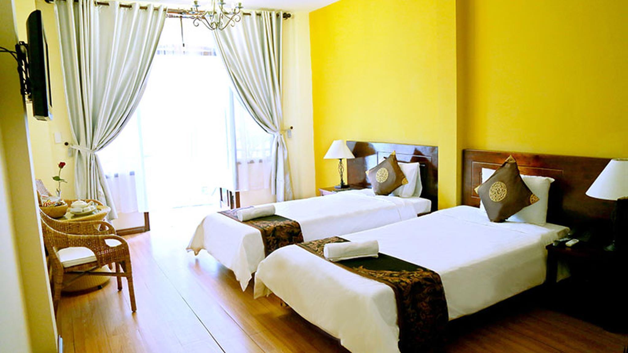 single sofa bed gold coast vintage table hotel in da nang room deals photos and reviews