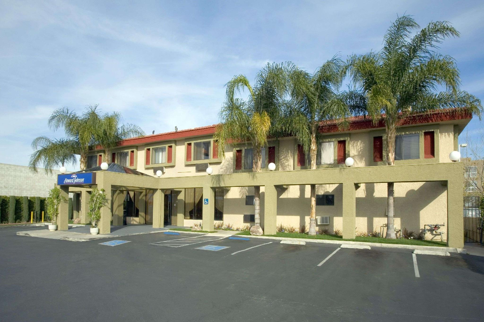 Howard Johnson Hotel Suites By Wyndham Reseda Los Angeles
