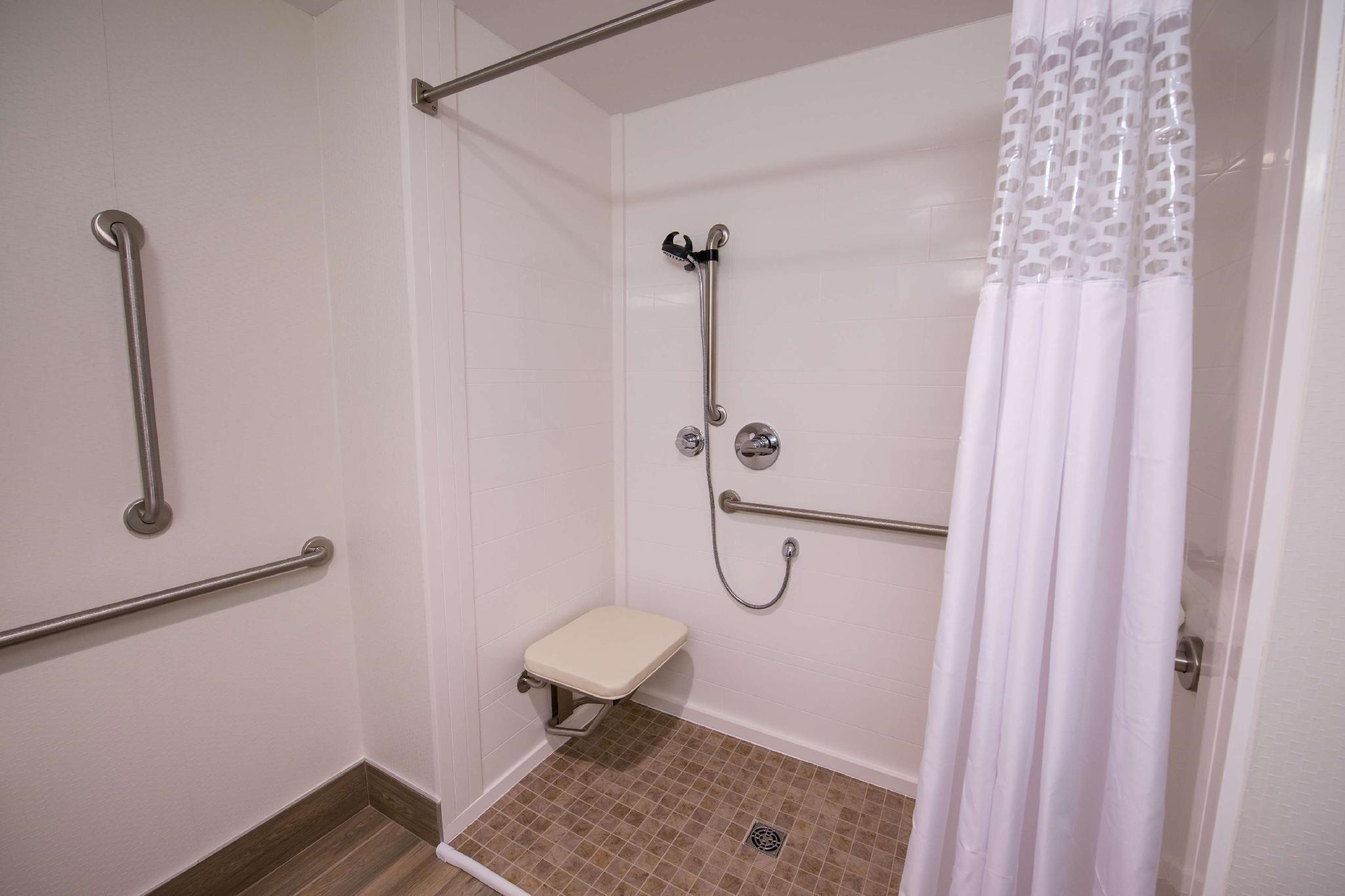 hampton inn and suites fredericton new