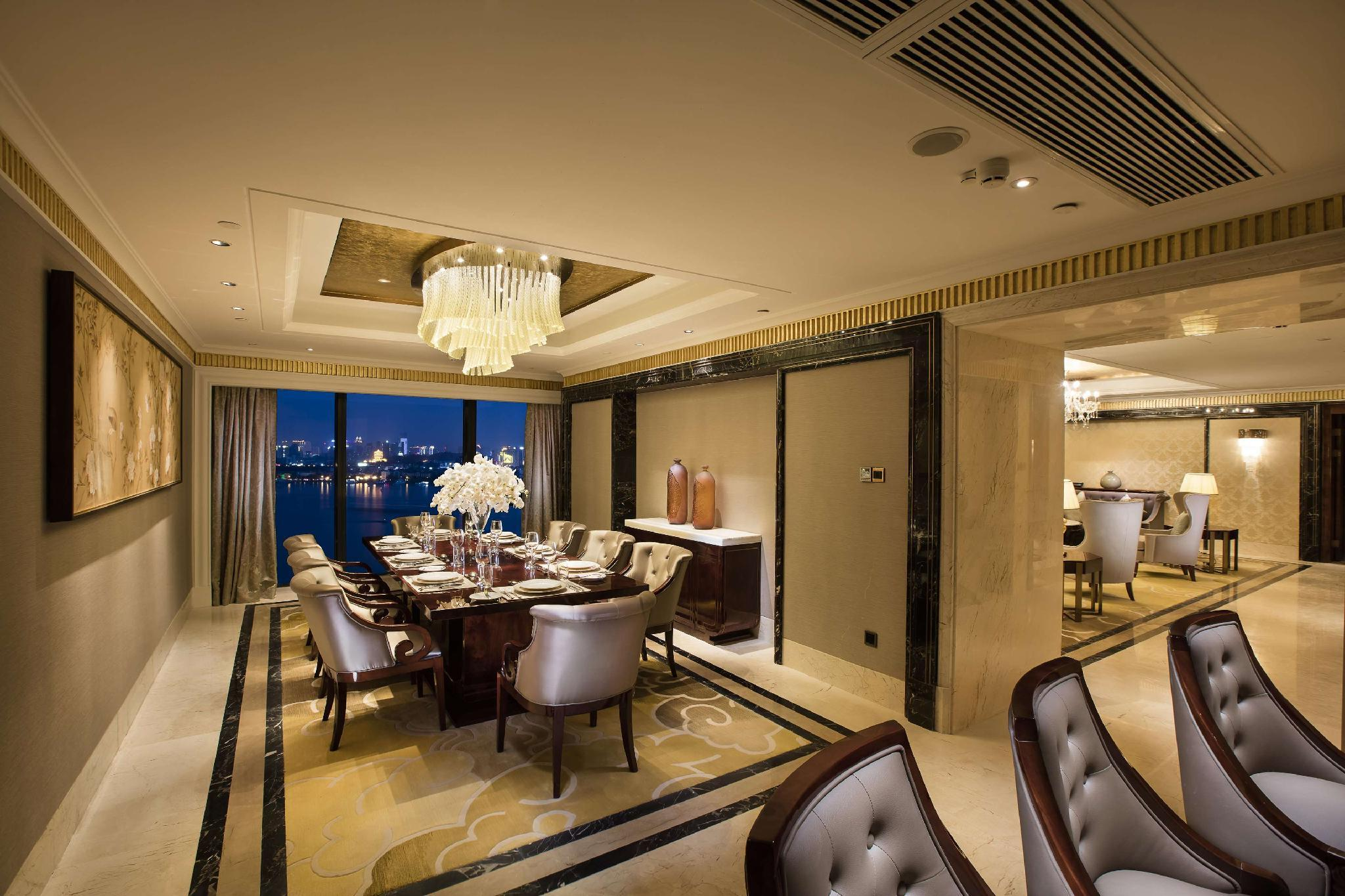 Hilton Wuhan Riverside Booking Agoda Com Best Price Guarantee