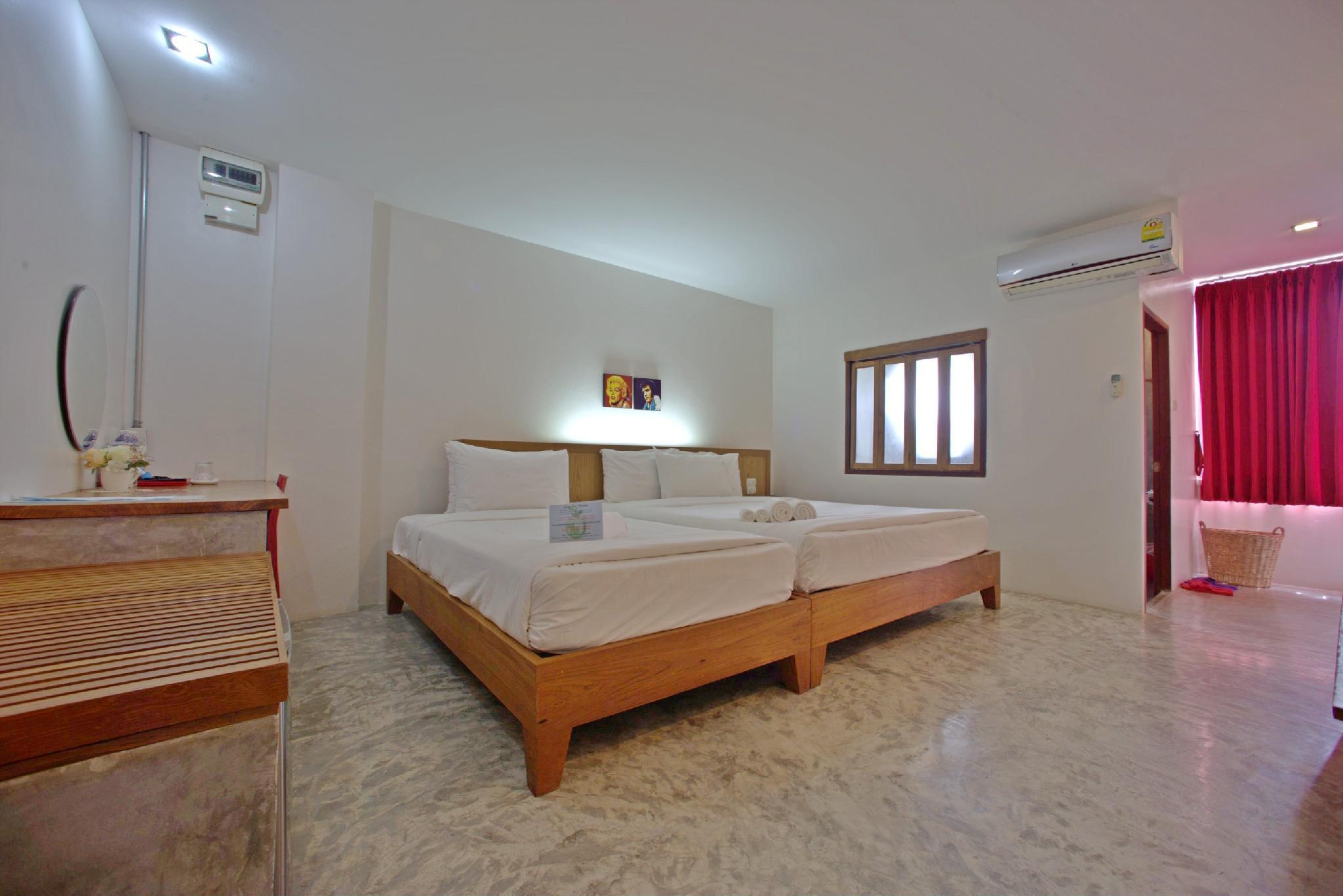 J2 Hotel In Tak