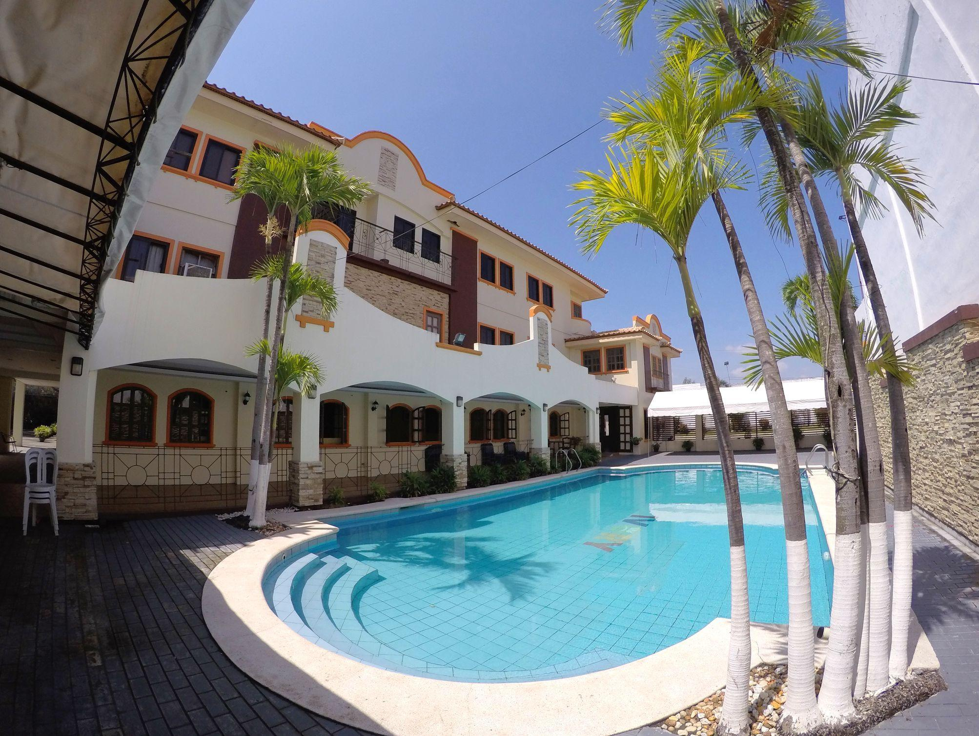 Ivory Hotel And Suites San Gabriel Tuguegarao City Room