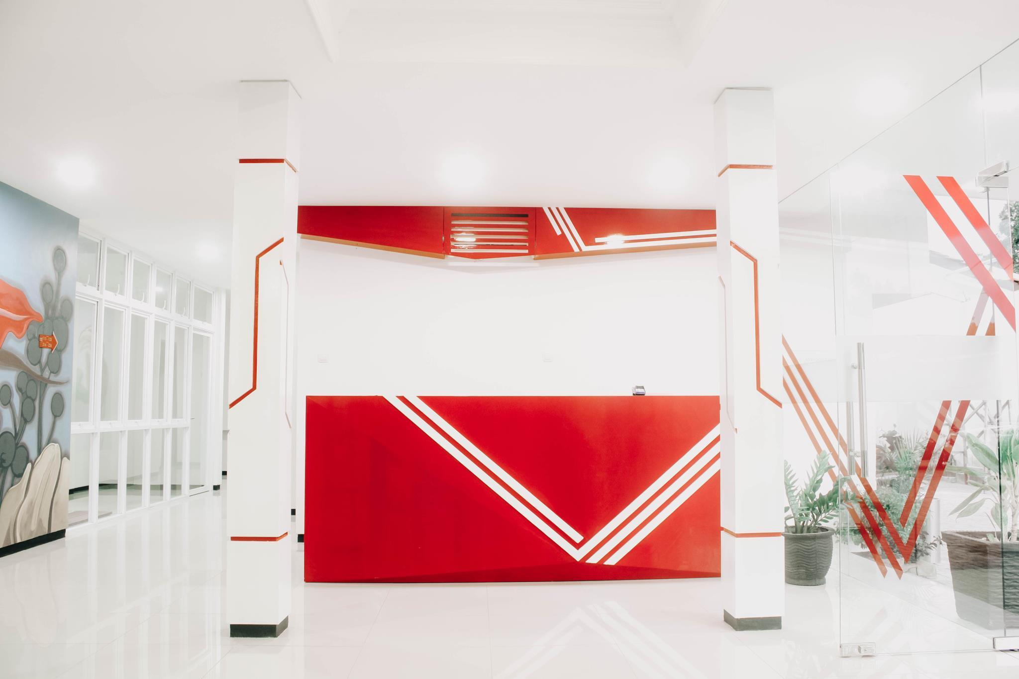 Mozza Inn Sg17 Hotel Tuban Deals Photos Reviews