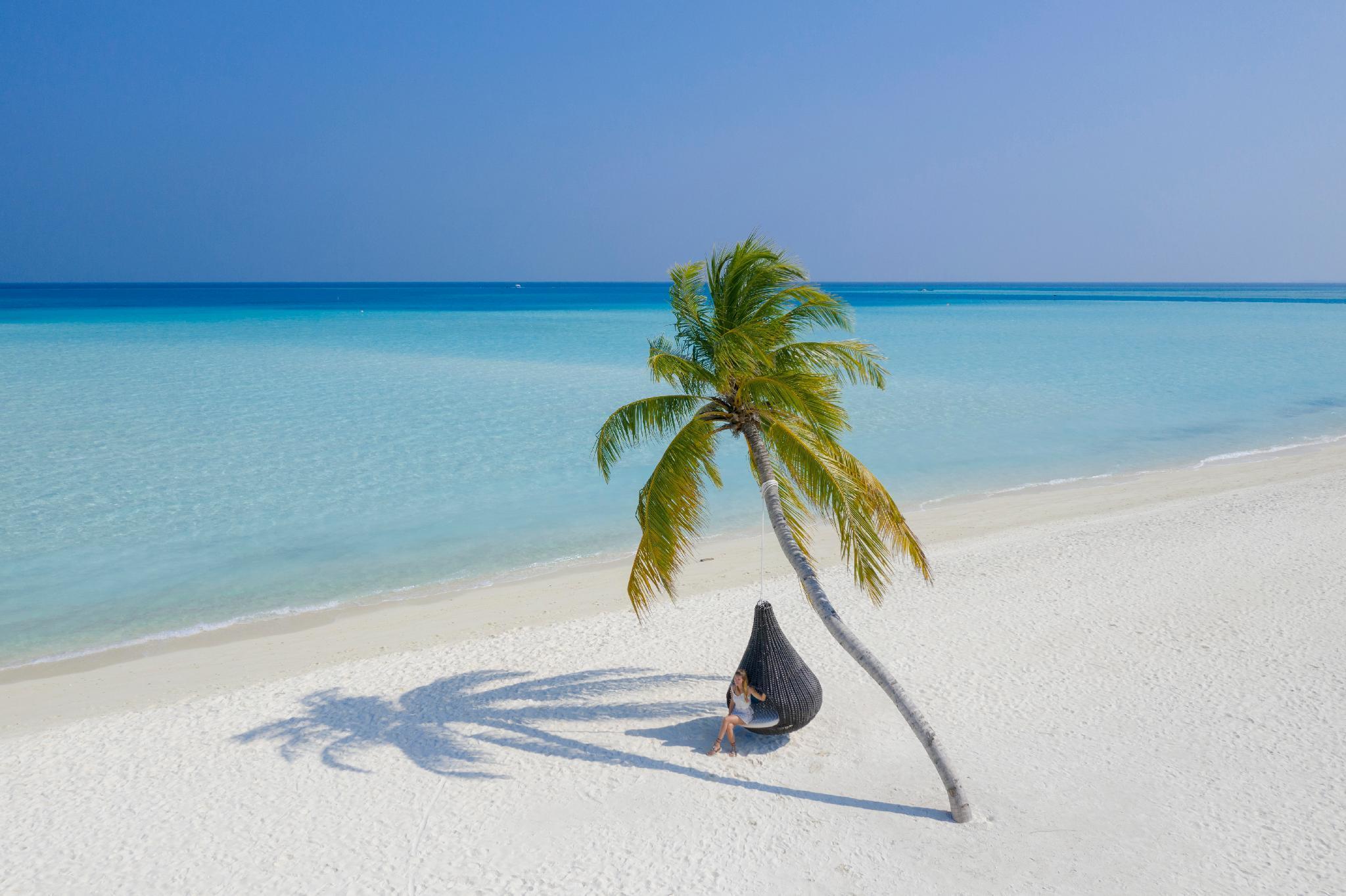 holiday island resort spa