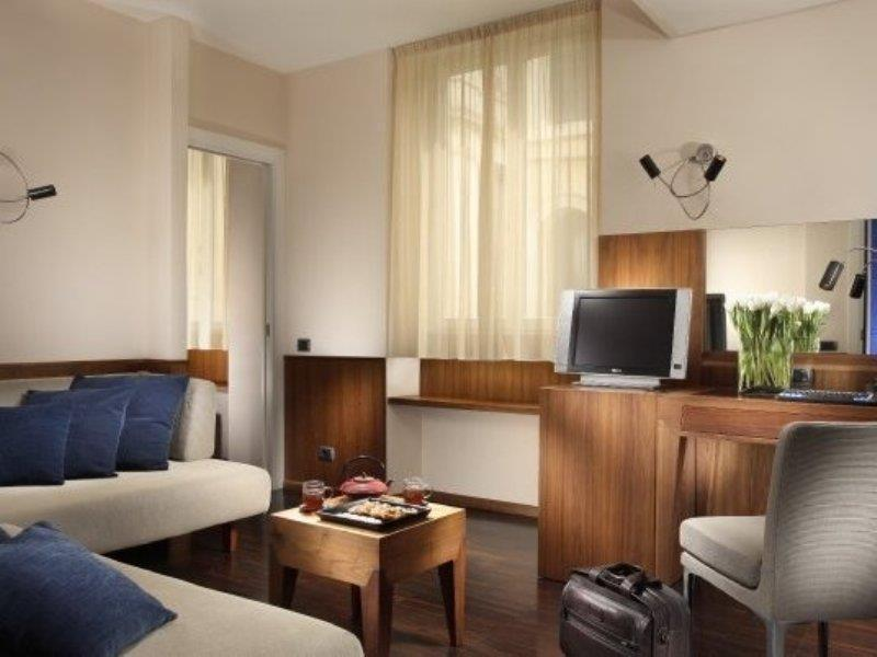 Art By The Spanish Steps Hotel Spagna Rome Room Deals