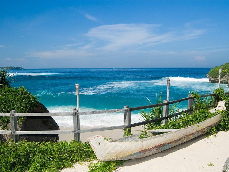 Lembongan Island Beach Villas in Bali - Room Deals, Photos ...