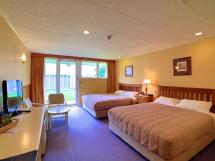 Brentwood Hotel In Wellington - Room Deals &