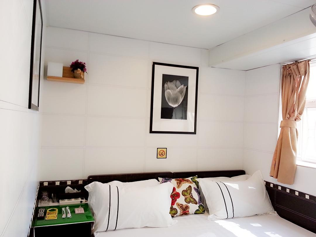 Golden Crown Court Pearl Harbour Guest House In Hong Kong