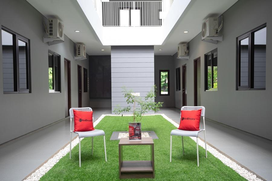 Reddoorz Plus Near Jiexpo Kemayoran Jakarta Room Rates