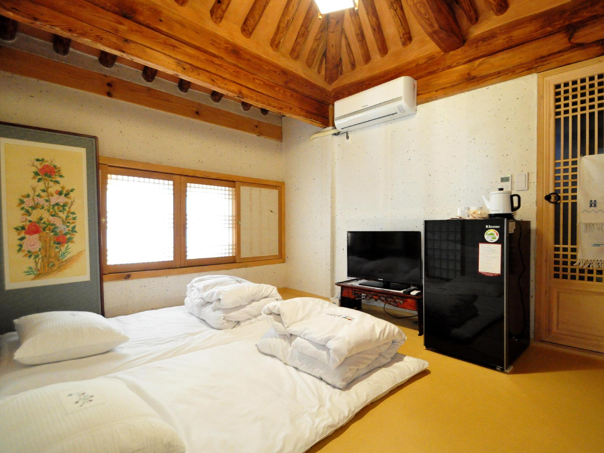 Gallery Jin Hanok Guesthouse in Gyeongjusi  Room Deals