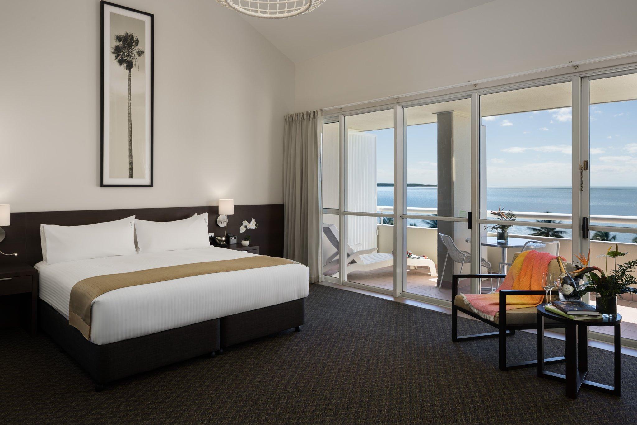 Holiday Inn Cairns Harbourside Booking Agoda Com Best