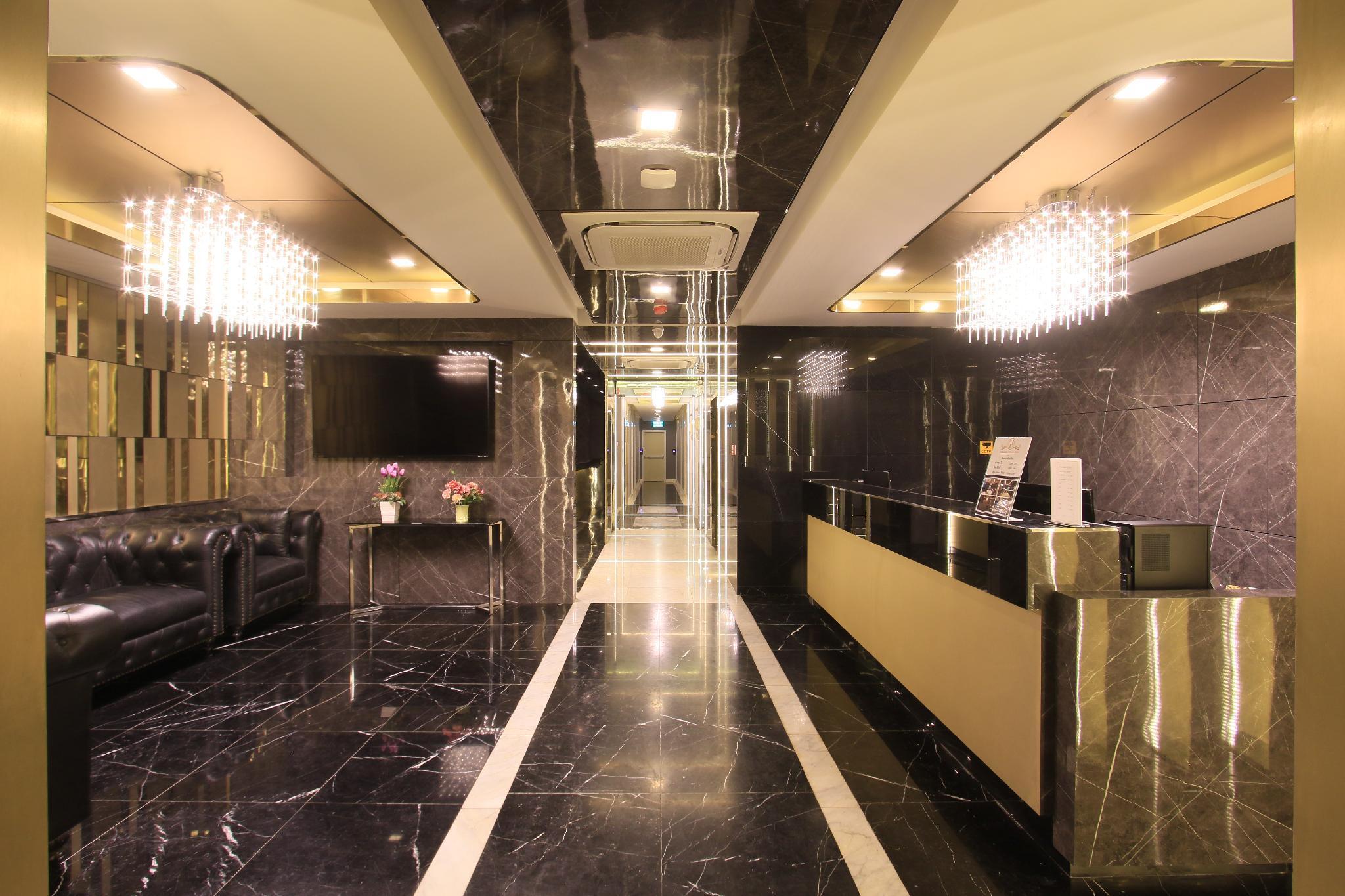Cloud Nine Lodge Hotel Hostel Bangkok Deals Photos