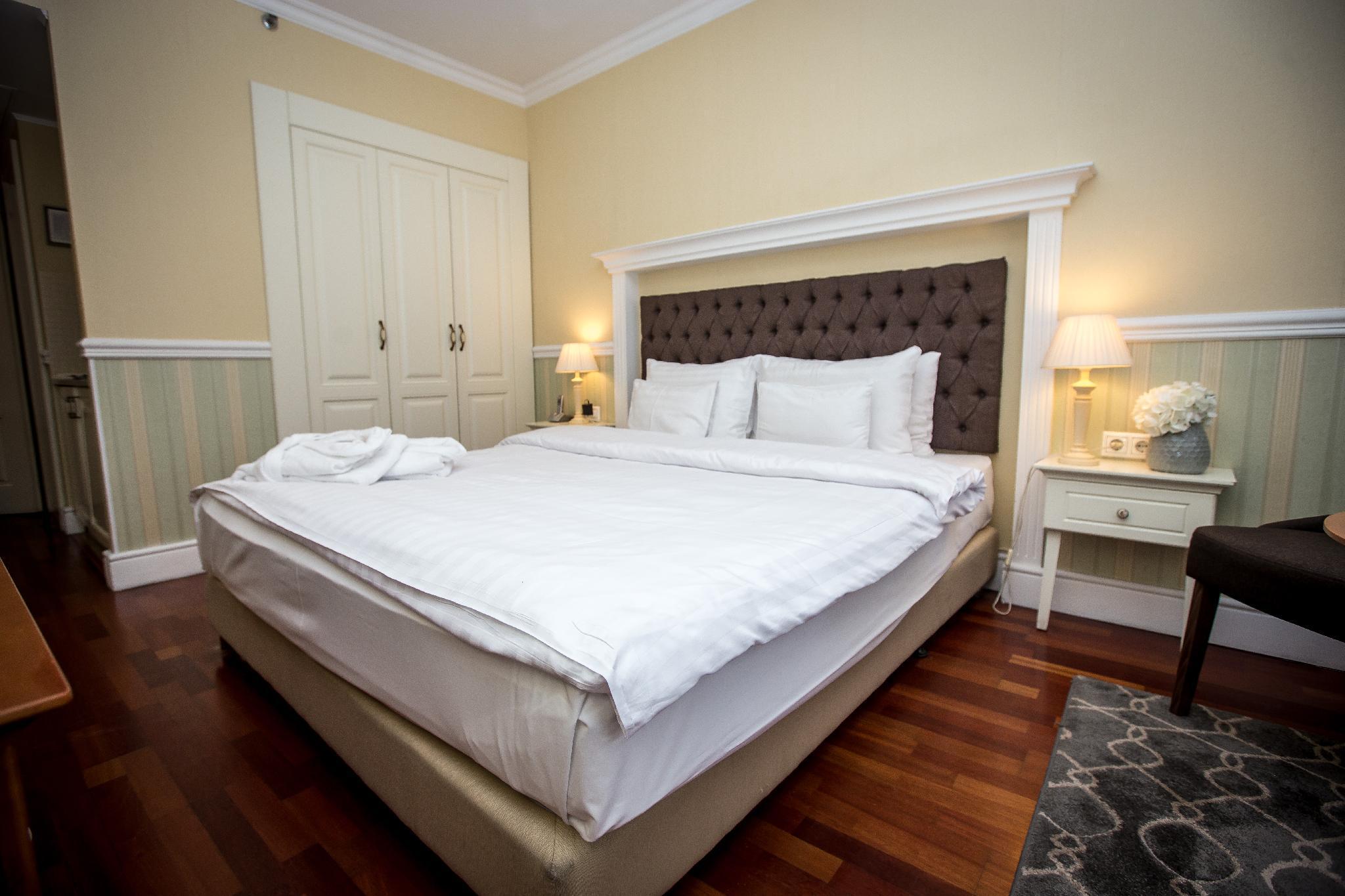 Queen S Court Hotel Residence 07 Erzsebetvaros Budapest