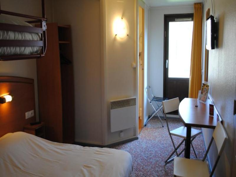 Sky Hotel Emerainville Booking Agoda Com Best Price Guarantee