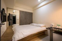 Superior Double Room (with shared bathroom)101stay Superior Double Room (with shared bathroom)101stay