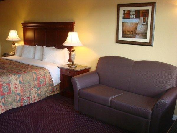 Quarters Inn & Suites