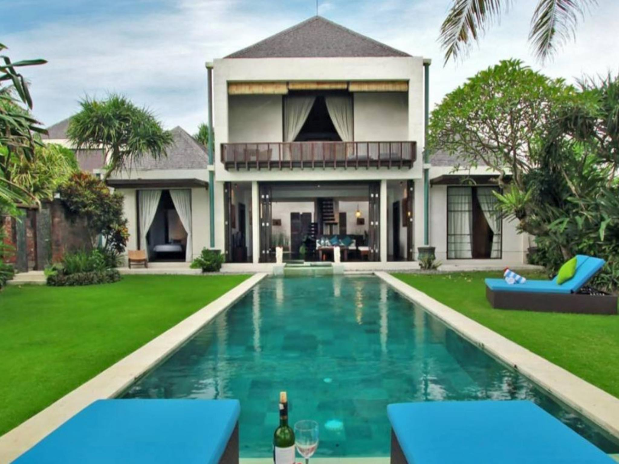 Pesan 3 Bed Beachfront Villa With Garden In Near Sanur Bali