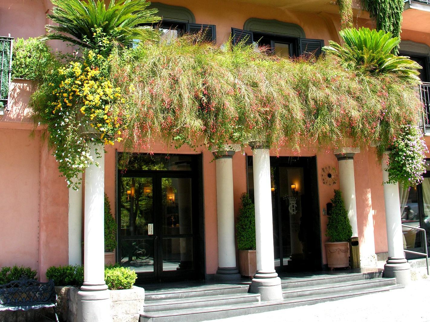 Hotel Central - Sorrento. Italy booking and map.