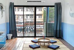 350平方米1臥室獨立屋 (暖武里市中心) - 有4間私人浴室 Artsy Blue House