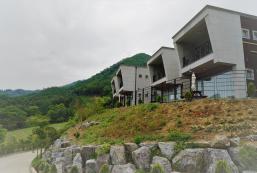 495平方米1臥室獨立屋 (西面) - 有1間私人浴室 Hong cheon 청담힐하우스(애견동반가능펜션/15평 1층카라반)