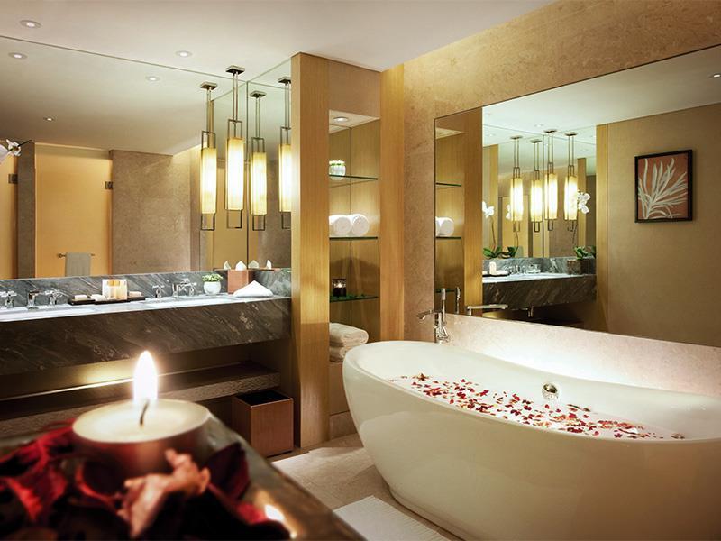 Marina Bay Sands Singapore - Romantic Getaway Bath