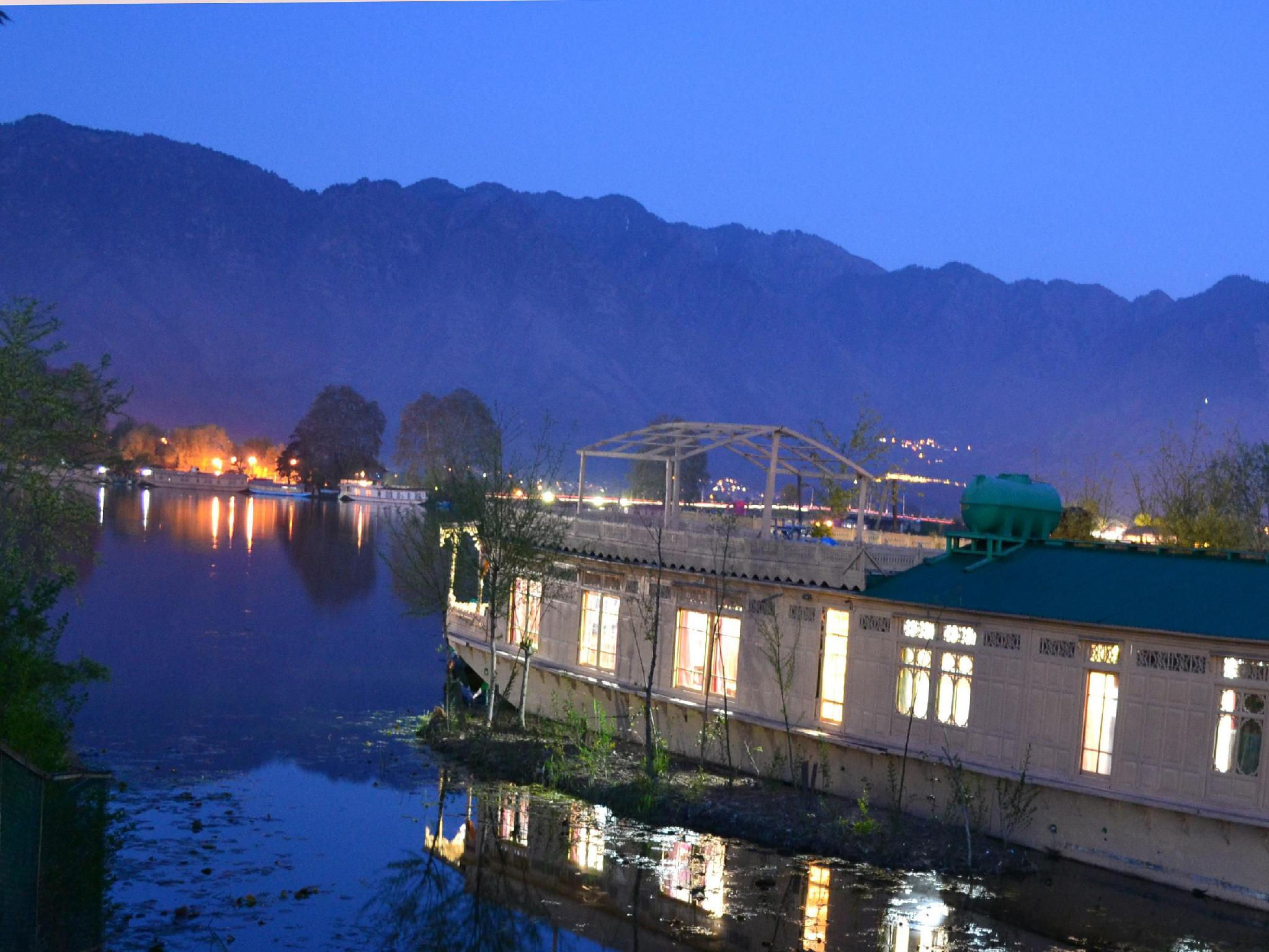 Peacock Houseboats Srinagar India