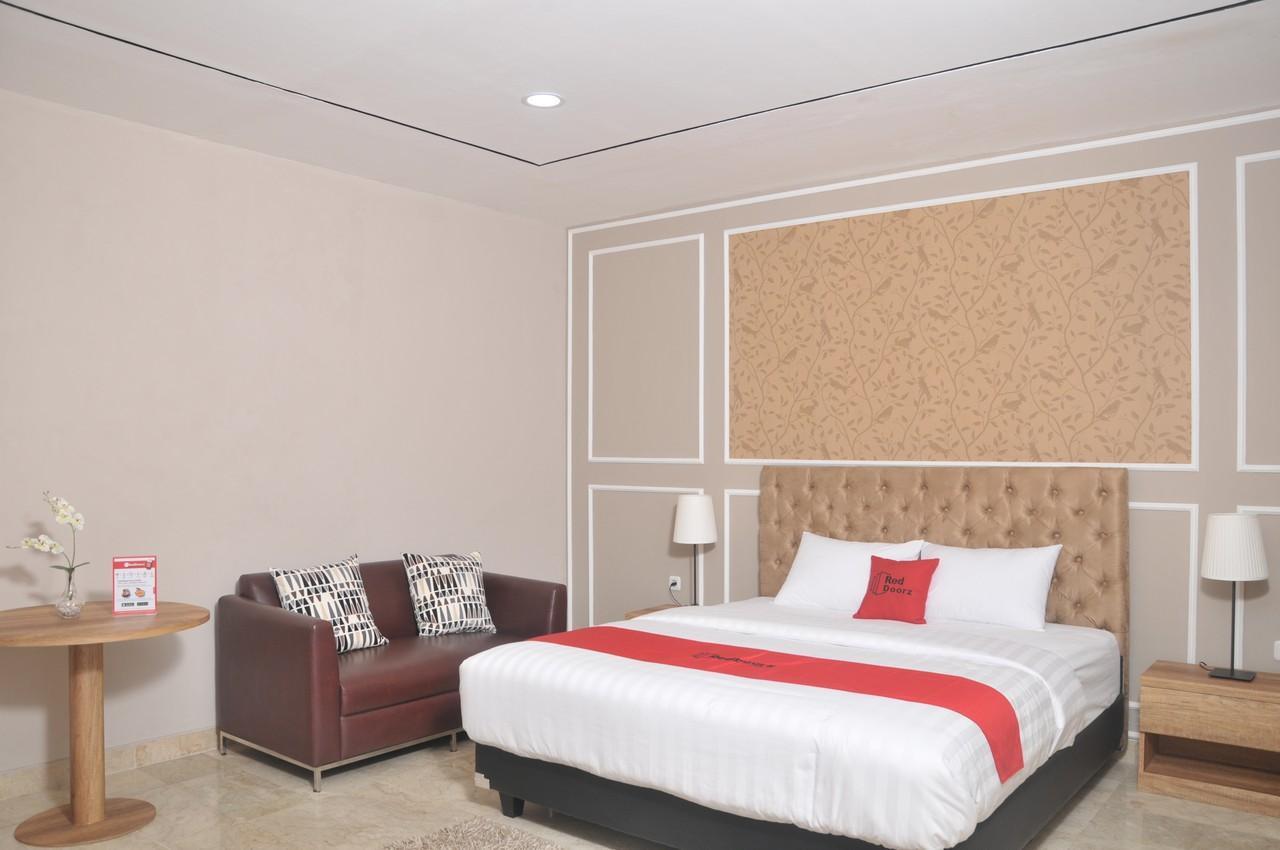 Reddoorz Premium Near Rs Pondok Indah Jakarta