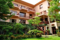 河邊小屋度假村 Riverhouse Resort